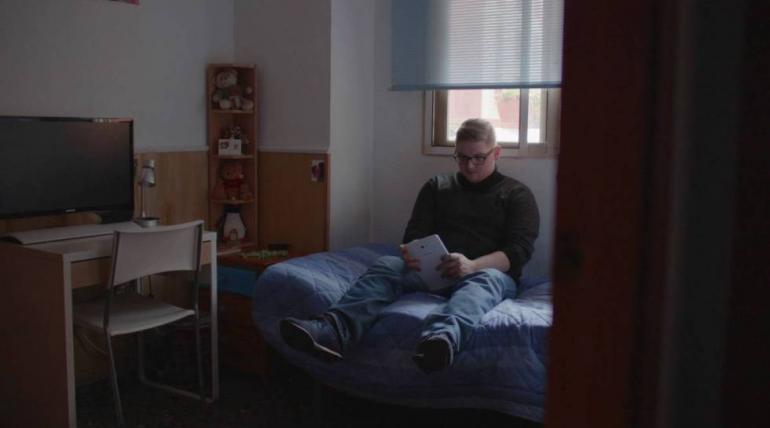 """Documental """"Desamparo de menores que crecen sin padres"""""""