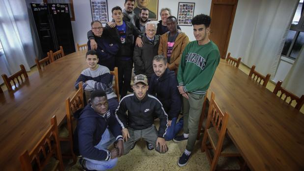 Cuatro salesianos de Sevilla acogen a inmigrantes expulsados de los centros de menores